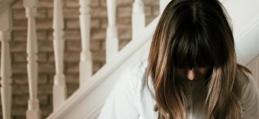 Dlaczego choroba Alzheimera częściej dotyka kobiet?