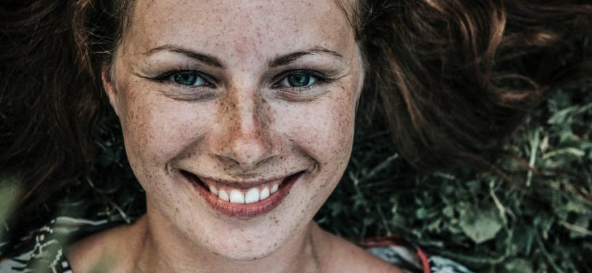 Prozopagnozja rozwojowa a holistyczne przetwarzanie twarzy